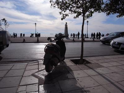 Vue sur la mer, assis sur une terrasse