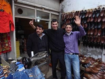 Marchands de chaussures au bazar