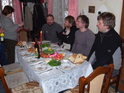 Nadya a gauche et 4 estoniens a droite