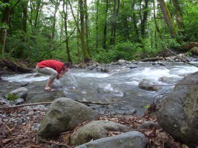 Toilette du matin dans la riviere, ca reveille!